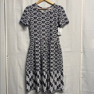 LuLaRoe Black/White Pattern Dress with pockets
